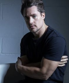 With Old Hollywood good looks, charisma and down to earth charm, Alexander Dreymon, star of The Last Kingdom, is indeed the last of his kind. Beautiful Boys, Gorgeous Men, Beautiful People, Uhtred De Bebbanburg, Divas, Alexander Dreymon, The Last Kingdom, Cute Guys, Celebrity Crush