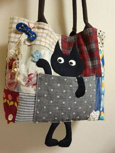handmade bags 17 Ideas For Patchwork Clothes Textile Art Patchwork Fabric, Patchwork Bags, Quilted Bag, Fabric Bags, Fabric Scraps, Fabric Purses, Bag Quilt, Diy Bags No Sew, Denim Bag