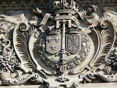 Emblèmes du Louvre, Paris 1e