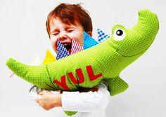 Kuscheltiere - Kuscheltierkissen Krokodil mit Namen gepunktet - ein Designerstück von josefines-kinder bei DaWanda