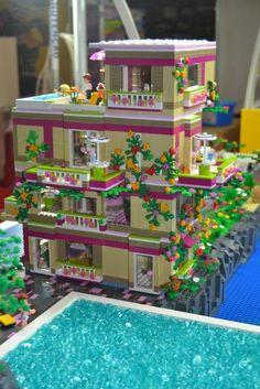 custom built legos from lego friends sets Lego Design, Legos, Chat Origami, Casa Lego, Lego Friends Sets, Box Container, Lego Boards, Lego Craft, Lego Construction