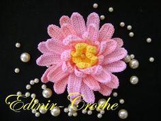 100 FLORES EM CROCHE NO YOUTUBE - APRENDER CROCHE Crochet Leaves, Crochet Motifs, Knitted Flowers, Form Crochet, Basic Crochet Stitches, Cute Crochet, Irish Crochet, Crochet Flower Tutorial, Crochet Flower Patterns