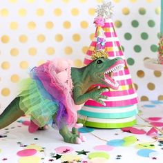I just love a girly dino party!! Tutu Trex party decoration and cake topper. Every girls dinosaur party need this doll! By Painted Parade on Etsy