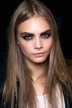 Smokey eyes. Desde el clásico negro a colores más cálidos como el marrón o el cobre.