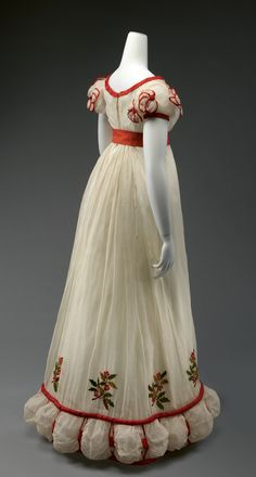 Fripperies and Fobs — Dinner dress, From the Metropolitan Museum. 1800s Fashion, 19th Century Fashion, Vintage Fashion, Renaissance Fashion, Antique Clothing, Historical Clothing, Historical Dress, Vintage Gowns, Vintage Outfits