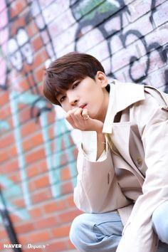 Wonwoo - V Low Tone Show special filming Naver x Dispatch Woozi, Jeonghan, The8, Vernon, Seventeen Wonwoo, Seventeen Debut, Fandom, K Pop, Banda Kpop