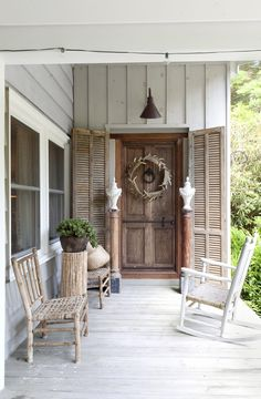 Country style has never been more widespread, so we hit the road in search of the most inspiring reader spaces from sea to shining sea. From Country Living Outdoor Spaces, Outdoor Living, Outdoor Decor, Country Living, Country Style, Modern Farmhouse, Farmhouse Style, Painted Chairs, Painted Tables