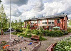 Uudenveroinen, kaunis perheasunto vapautumassa Nummelan Hiidenrannassa, vain 200 metriä uimarannasta ja venevalkamasta.  Erittäin edulliset asumiskustannukset!  Hyvät tilat ja mukavan kokoiset huoneet, olohuoneessa upea neljän metrin korkeus. Makuutilat yläkerrassa, jossa arkea helpoittava kylpyhuone. Alakerrassa olohuone, keittiö ja saunatilat.