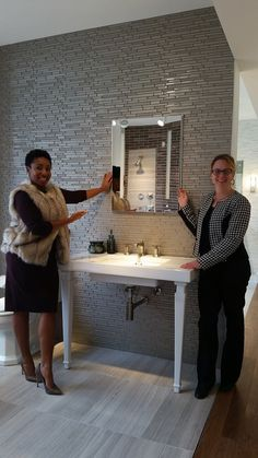 Another amazing Robern display at the Kohler Store in Baltimore by Pinnacle rep Andrea Pompei-who doesn't love integrated LED lights? Contemporary Bathrooms, Baltimore, Desk, Lights, Display, Store, Amazing, Home Decor, Floor Space