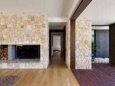 Peerless Family Beach House Adapted to Australian Weather Dream Home Design, Home Interior Design, House Design, Stone Feature Wall, Contemporary Beach House, Contemporary Art, Stone Exterior Houses, Ibiza, Casa Patio