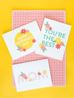 Printable Mother's Day Cards Don't forget a card for mom this Mother's Day! Print out one of these cute designs and you're sure to be the favorite child. Mothers Day Shirts, Mothers Day Presents, Mothers Day Crafts, Happy Mothers Day, Homemade Fathers Day Gifts, Diy Gifts For Kids, Diy For Kids, Mothersday Cards, Printable Activities For Kids