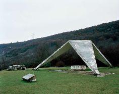 Dreibeiniges Denkmal:  Wie ein Ufo mitten im Nirgendwo wirkt dieses Monument,...