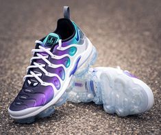 Air vapormax plus Air Max Sneakers, Sneakers Nike, Nike Air Vapormax, Running Shoes, Purple, Fashion, Nike Tennis, Runing Shoes, Moda