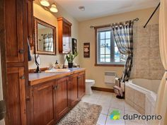 Maison à vendre Sherbrooke, 3415, rue Felton, immobilier Québec | DuProprio | 575197 Sherbrooke Quebec, Bungalow, Rue, Mirror, Bathroom, Furniture, Home Decor, Real Estate, Washroom