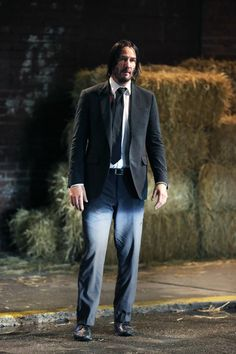 Keanu Reeves Photos - Keanu Reeves is seen on the set of 'John Wick 3.' - Keanu Reeves Films 'John Wick 3' Keanu Reeves House, Keanu Reeves Movies, Keanu Charles Reeves, John Wick Hd, Alex Winter, Face The Music, Drive In Theater, Gorgeous Body, Future Husband