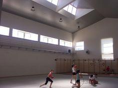 #Contract #Contemporaneo #Sala de juegos #Lamparas #Ventanas