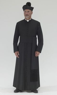 Black Roman Style Cassock with black piping, black cloth covered buttons, standard pleating, pockets and pocket slits, including biretta hat. Pope Costume, Priest Costume, Priest Outfit, Nigerian Men Fashion, African Clothing For Men, Roman Fashion, Catholic Priest, Medieval Clothing, Kirchen