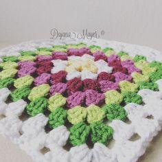Dajana Mayer ©  Granny Square / Oma Quadrat häkeln für große Decke :) Square, Blanket, Crochet, Ganchillo, Blankets, Cover, Crocheting, Comforters, Knits
