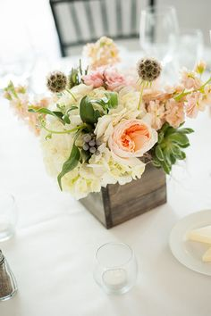 Soft and beautiful floral table centerpieces | Erica Hasenjager Photography