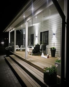 50 wonderful rustic farmhouse porch decor ideas 2019 amazing rustic farmhouse - Rustic Farm Home Porch Veranda, Porch Steps, Summer Porch, Wooden Swings, Side Porch, Decks And Porches, White Houses, Backyard Patio, Pergola Patio