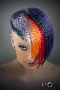Imagen vía We Heart It #amazing #awesome #colorful #FuturisticFashion #hairstyle #punkgirl #punkhair #strange #unique #moderngirl #futurefashion #futuregirl #alternativegirl #neopunk #futuristiclook #futuristicgirl