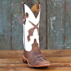 Horse Power White Pistol Boots - would go great with my purse, and of course my gun. Cowboy Boots Women, Cowgirl Boots, Western Boots, Country Girl Style, Country Girls, My Style, Baby Dress Clothes, Baby Dresses, Head Over Boots