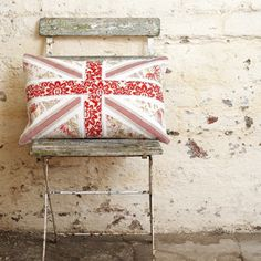 Would love to use this Brittish Flag pillow idea and sew a Norwegian Flag pillow...