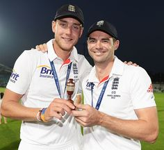Stuart Broad and James Anderson hold the urn, England v Australia, 5th Investec Test, The Oval, 5th day, August 25, 2013
