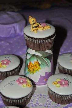 "Cupcakes "" Ape Maya"" part. Willy http://3gufettisulcomo.blogspot.it/2014/07/un-compleannoapissimo.html"