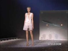 This spring 2007 runway show by designer Hussein Chalayan and the tech team behind thehippogriff inHarry Potter and the Prisoner of Azkabanfeatured something truly remarkable: robotic, self-undressing fashion.