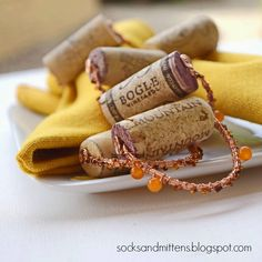 Keeping Things Simple...: Napkin rings with wine cork stoppers, wire and beads, DIY project