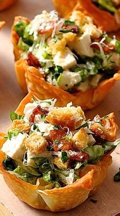 Everything tastes better in miniature form! These Caesar Salad Wonton Cups are made using wonton wrappers as the cups. They bake crispy and golden with just a light spray of oil. A great shortcut for appetizers! Wonton Cups, Wonton Tacos, Cooking Recipes, Healthy Recipes, Healthy Food, Vegetarian Recipes, Cooking Ribs, Cooking Pasta, Appetizer Recipes