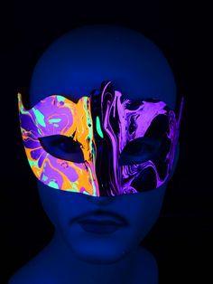 """Schwarzlicht Psywork Maske Colombina Punta """"Vertical Horizon"""" #blacklight #schwarzlicht #psy #neon #party #karnevall #fasching #mask #magic #marble #halloween"""
