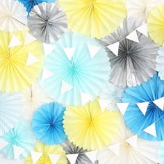 ペーパー Paper Rosettes, Paper Flowers, Diy And Crafts, Paper Crafts, Honeycomb Paper, Paper Fans, House Party, Paper Goods, Handicraft