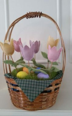 Easter Basket Tulips FREE Instructions and Pattern to make these wool tulips! Cath's Pennies Designs