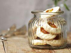Sušenky s meruňkovým džemem Gluten, Candle Holders, Jar, Porta Velas, Jars, Glass, Candlesticks, Candle Stand