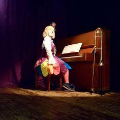 """クラウンカノン canon on Instagram: """"さっさっさっ~って右にスクロールしてみてね😊 すごいくない??このシンクロ率(??) 同じピアノでうれしかったよっていう写真でした。 #クラウンカノン #クラウン #カノン #道化師 #ピエロ #clowncanon #clown #canon #piano #ピアノ…"""" Female Clown, Send In The Clowns, Fun Stuff, Canon, Princess Zelda, Fictional Characters, Instagram, Big Guns, Fantasy Characters"""