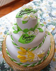 La mia torta a tre piani per la Prima Comunione di Emma…desiderio esaudito! :-)
