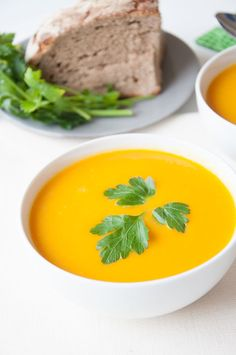 Easy Ginger Carrot Soup - Easy Ginger Carrot Soup Recipe that is vegan, and gluten-free. Healthy ginger carrot soup for the whole family to enjoy!