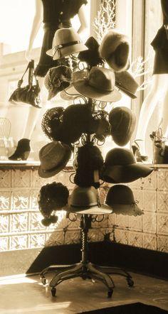 vintage hat rack <3 http://www.facebook.com/MormorsStuer