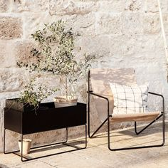 the best minimalist outdoor furniture - Ferm Living deckchair - Ferm Living desert chair Minimalist Outdoor Furniture, Outdoor Furniture Inspiration, Outdoor Furniture Design, Modern Furniture, Jardiniere Design, Deco Studio, Plant Box, Lounge Design, Arquitetura