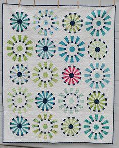Circle quilting designs dresden plate 48 ideas for 2019 Quilting Tutorials, Quilting Projects, Quilting Designs, Quilting Ideas, Sewing Projects, Dresden Quilt, Circle Quilts, Strip Quilts, Quilt Blocks