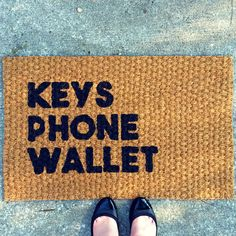 This helpful door mat will remind you before you get too far. 29 Things Everyone Who's Constantly Losing Their Keys Needs To Own Diy Christmas Gifts For Family, Creative Walls, Welcome Mats, Do It Yourself Home, Phone Wallet, Diy Home Decor, Diy Decoration, Front Porch, Home Goods