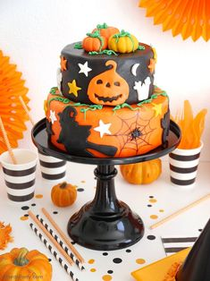 Super Easy Two-Tier Halloween Cake - an impressive cake that's super fun to make and decorate and that will wow your guests on Halloween! Halloween Cake Pops, Halloween Desserts, Buffet Halloween, Haloween Cakes, Bolo Halloween, Halloween Torte, Pasteles Halloween, Halloween Birthday Cakes, Halloween School Treats