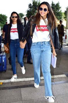 Deepika Padukone, sister Anisha Padukone, Dia Mirza and other Bollywood celebs spotted at Mumbai airport Celebrity Airport Style, Celebrity Casual Outfits, Celebrity Look, Cute Casual Outfits, Casual Wear, Bollywood Outfits, Bollywood Fashion, Bollywood Style, Cowgirl Style Outfits