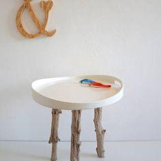 Tablett-Tisch mit Treibholzbeinen von manunatura