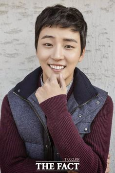 Yoon Shi Yoon. Colombia That smile of my chico lindo