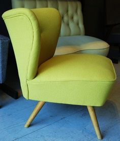 cocktail chair in a yellow wool. Old Chairs, Eames Chairs, Vintage Chairs, Vintage Decor, Retro Chairs, Pink Chairs, Retro Vintage, 1950s Furniture, Furniture Styles