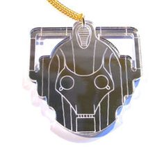 Stunning and statement Doctor Who style large silver mirrored Cyberman necklace, fashioned from laser cut acrylic with engraved details. On a 46cm gold plated curb chain. Nickel and lead free.