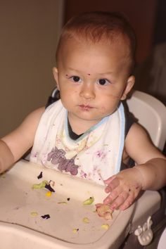 Enlever les taches de nourriture sur les bavoirs de bébé